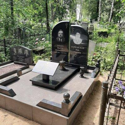 изготовление памятника с цоколем из гранита