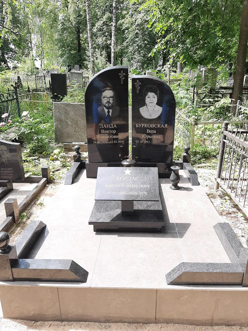 памятник в минске фото цена